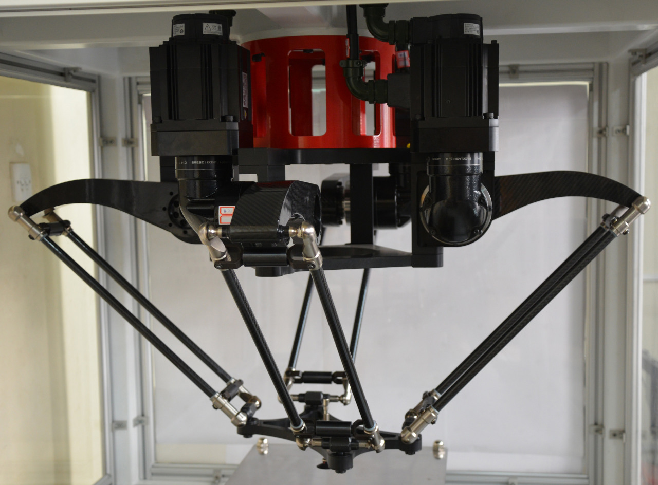 The X4 four-armed parallel robot developped at Tsinghua University