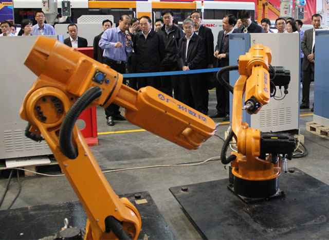 Industrial robots manufactured by GSK